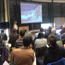 Présentation de Florence Magnin, EDYTEM devant une salle très attentive. Un sujet qui apparait comme une réelle interface entre le monde scientifique et le monde touristique : l'impact de la neige sur le dégel saisonnier du permafrost sur les parois de l'Aiguille du Midi.