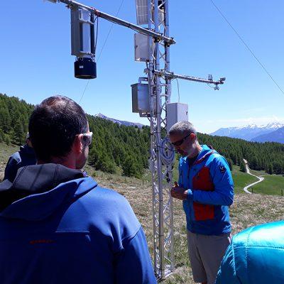 Suivi des pelouses alpines - Formation des Accompagnateurs en Moyenne Montagne à Torgnon (IT) sur le site de suivi du changement climatique de l'ARPA © CREA Mont-Blanc