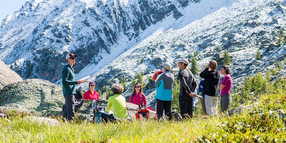 Présentation des consignes pour mettre en place un echotone (zone de frontière en deux habitats) avec les volontaires 2017 © SGuillot