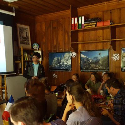 Ludovic Ravanel présente ses travaux en géomorphologie dans le massif au Science Sandwich de mai à l'Observatoire du Mont-Blanc © IAlvarez
