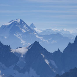 The Mont-Blanc massif from the Aiguille du Midi © Justine Sulia